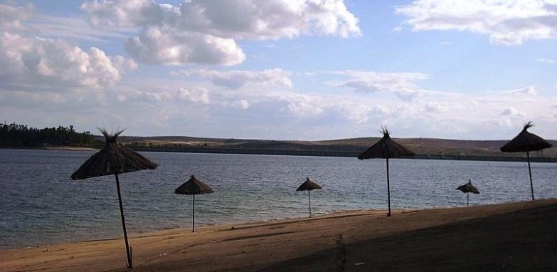 Baños Romanos Badajoz:El embalse de Orellana, la zona de baño favorita de los extremeños