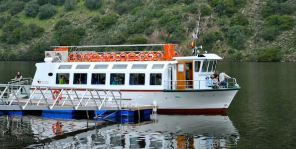 Barco que cruza del Tajo