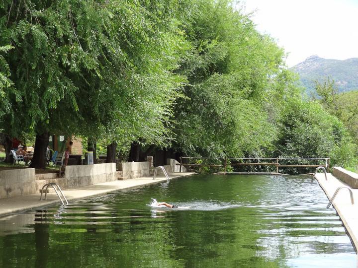 Gargantas saltos de agua rutas y piscinas naturales en for Piscinas naturales extremadura