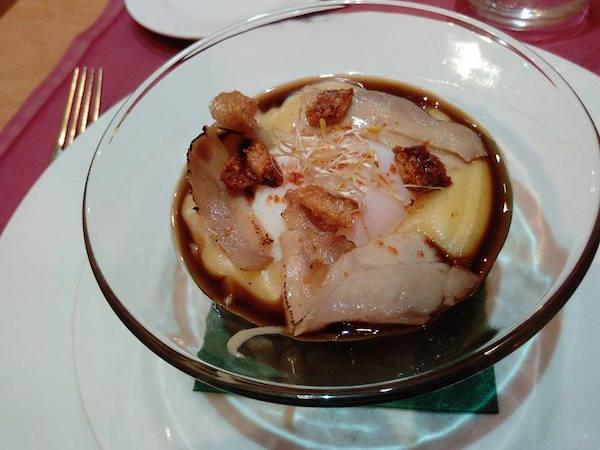 Huevos con Sashimi de Panceta, cremoso de Trufas y Jugo de Carne - Rex Numitor